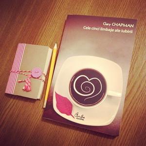 Cele Cinci Limbaje ale Iubirii + Mini notebook pentru notițe memorabile de la Book Me