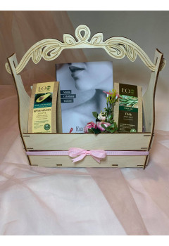 "Gift Box, 8 Martie ,,Eu sunt femeie"""